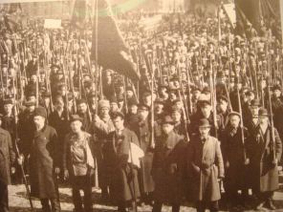 first_of_red-guardians_in_petrograd_fall_1917.jpg